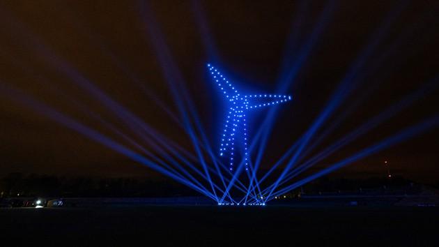 Netze für morgen, Drohnen bilden Formation Windrad