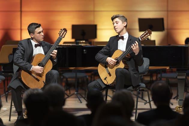 Musik aus Kommunen, Finale 2019 in der Georg-Friedrich-Händel-Halle in Halle/Saale, Trio Florales mit Preisgeld-Scheck