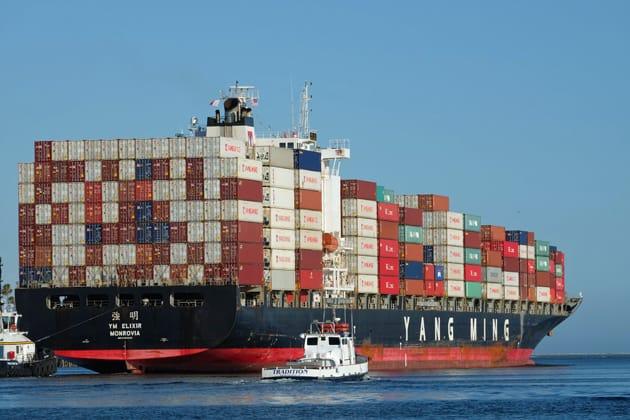 Containerschiff bei seiner Fahrt