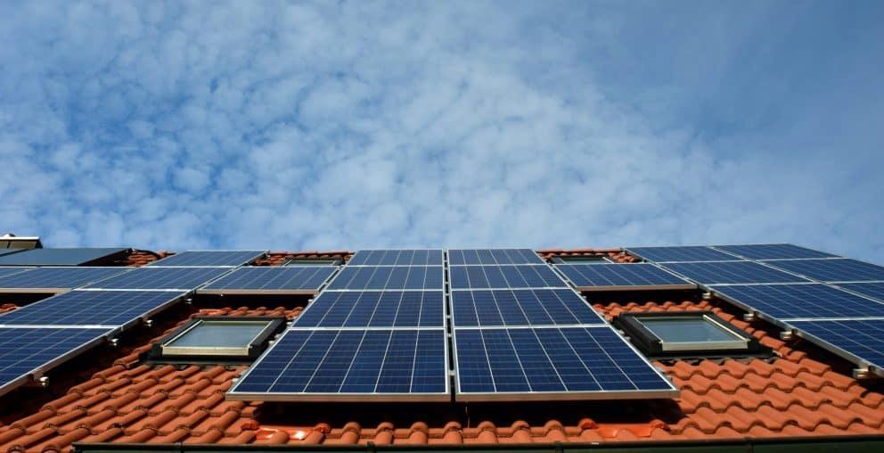 Solaranlage auf dem Dach eines Hauses